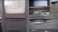 ATM nhếch nhác, bẩn thỉu vẫn... thu phí