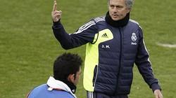 Dự khán derby nước Anh, Mourinho tính kế đối phó Quỷ đỏ