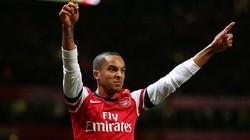 """Arsenal tính """"trói chân"""" Walcott bằng 25 triệu bảng"""