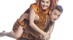 Isaac cõng Vân Trang, rủ nhau về thời cổ đại