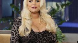 """Vòng một """"khủng"""" Jessica Simpson thành ngoại cỡ"""