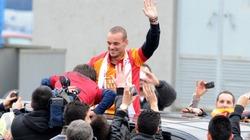 Clip: Sneijder phát hoảng vì fan cuồng Galatasaray