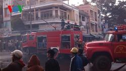 Cháy lớn giữa thành phố, 6 cửa hàng bị thiêu rụi