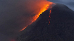 Hàng ngàn cư dân phải di dời vì núi lửa phun trào 50 lần/đêm