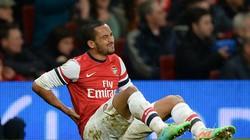 Arsenal nhận cú sốc lớn, Walcott nghỉ thi đấu 6 tháng
