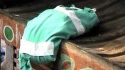 Bệnh viện vứt thi thể cháu bé vào đống rác