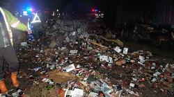 Xe đổ, hàng ngàn chai rượu vang đổ lênh láng đường cao tốc