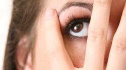 Không nên coi thường chuyện mắt nháy liên tục