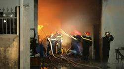 TP.HCM: Cháy kho vải, trăm người chạy tán loạn