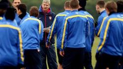 Các sao Arsenal gặp Wenger nêu yêu sách