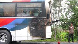 Xe khách đang chạy bốc cháy, 45 người hoảng loạn
