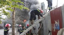 Toàn cảnh 360 độ vụ cháy nhà kho ở Hồng Hà