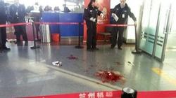 Nam thanh niên đâm chém điên cuồng, sân bay Trung Quốc náo loạn