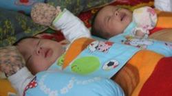 Chùm ảnh mới nhất 2 bé sinh ra từ tinh trùng người cha đã mất