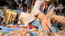 Chợ cá trên đảo Ngọc