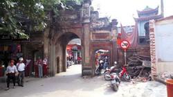 Từ cánh cổng làng