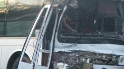 Xe khách chở 43 người về quê ăn tết đấu đầu với xe bồn chở nhiên liệu