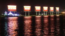TPHCM: 16 chữ khổng lồ chào năm mới ven sông Sài Gòn