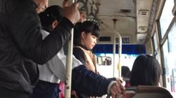 Hành khách bực khi chờ xe buýt dịp Tết