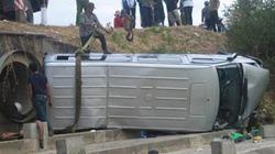 Xe khách lao khỏi cầu, 16 người trọng thương