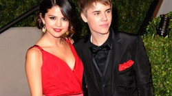 """Justin Bieber tiết lộ đã nhận """"cái ngàn vàng"""" của Selena Gomez"""