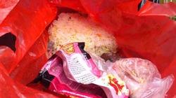 Hà Nội: Sau Tết, cả ngàn bánh chưng vào... thùng rác