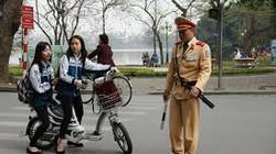 Ngồi xe đạp điện không đội mũ bảo hiểm bị phạt 200.000 đồng