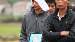 Đau xót đám tang bé gái bị hiếp, giết ở Quảng Bình