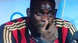 Vì sao Balotelli đã khóc sướt mướt?