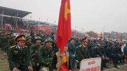 Thanh niên cổ vũ nhau lên đường tòng quân