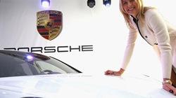 """Sharapova nhận """"quà độc"""" từ hãng xe Porsche"""