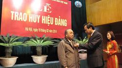 Trao huy hiệu 40 năm, 30 năm tuổi Đảng cho 4 đảng viên Hội NDVN