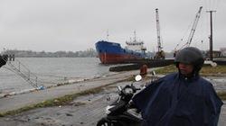 Luồng cảng cạn,  ngư dân gánh họa