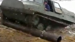 Clip lính Nga lái xe tăng lưỡng cư siêu đẳng