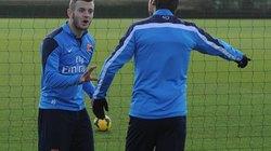 """""""Sao"""" Arsenal suýt choảng nhau trên sân tập"""