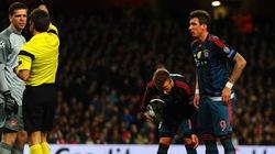 """Vì sao Wenger phải thưởng cho """"tội đồ"""" Szczesny?"""