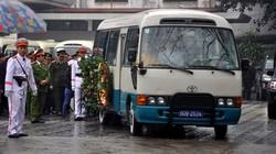Xe tang rời nhà tang lễ đưa thi hài Thượng tướng Phạm Quý Ngọ về quê