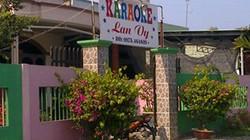 Trưởng công an thị trấn mất chức vì để rơi súng trong quán karaoke