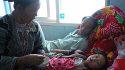 Một gia đình với bé gái 4 tuổi thoát chết thần kỳ trong vụ sập cầu treo