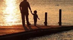 Bố càng nhiều tuổi thì con càng dễ bị tự kỷ và rối loạn tâm thần