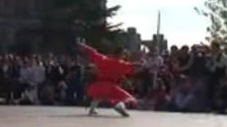 Nằm trên mũi giáo và những màn trình diễn khó tin của võ sư Thiếu Lâm