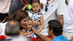 """Hai công chúa nhà Federer """"nứt mắt"""" đã học quần vợt"""