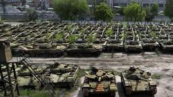 """400 xe tăng """"hàng khủng"""" Ukraine đang """"ngủ đông"""" gần nước Nga"""