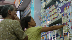 """Việc giá sữa liên tục tăng: 5 doanh nghiệp vào """"tầm ngắm"""""""