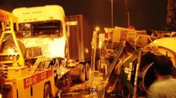 Xe container đâm vỡ xe bồn, 2 tài xế nguy kịch
