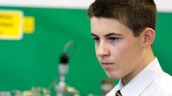 Cậu bé 13 tuổi dựng lò phản ứng hạt nhân trong... trường học