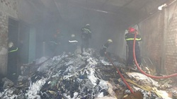 Cháy kho vải, khoảng 300 trăm công nhân tháo chạy