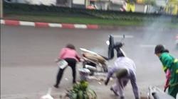Ngày 8.3, hai phụ nữ dũng cảm dập lửa thiêu đốt Honda Lead trên đường