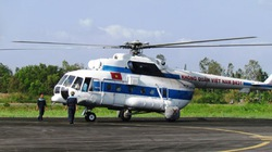 Đại tướng Phạm Văn Trà đi trực thăng thị sát vùng nghi máy bay rơi