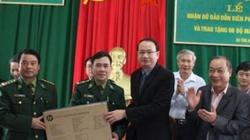 Hà Tĩnh: Tặng máy vi tính cho xã biên giới khó khăn